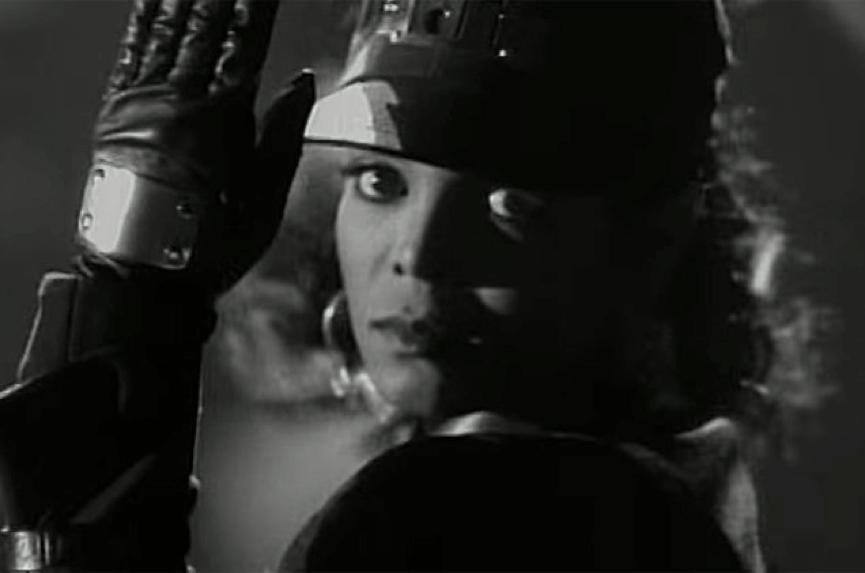 多明尼克賽納所執導,珍娜傑克森的〈節奏王國〉(Rhythm Nation) MV 畫面。