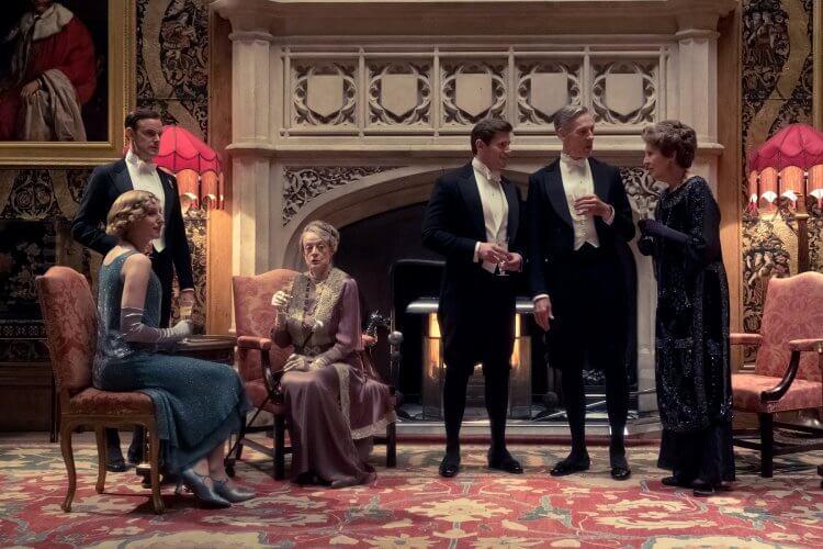自 2010 年英劇《唐頓莊園》推出以來,劇中人物華美雅緻的貴族生活,無不受到粉絲喜愛,更引領一波復古英倫流行風潮。