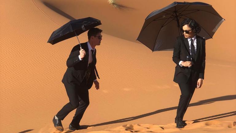沙漠中的雷神&女武神!泰莎湯普森公開《MIB星際戰警》全新劇照