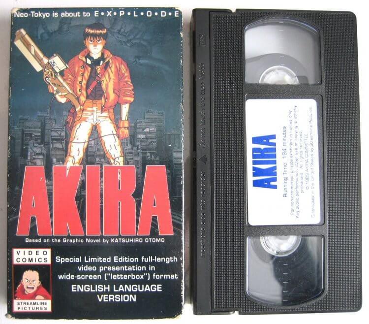 圖片是後來才發行的英文版《阿基拉》動畫錄影帶。