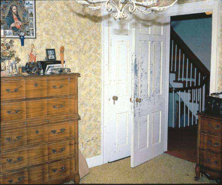 阿米提維爾鬼屋 昔日的 行兇現場,臥室門口