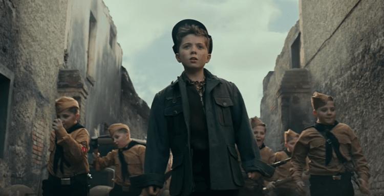 《兔嘲男孩》以十歲男孩為主角,並從他的視角出發,讓觀眾看到兒童眼中的二戰。