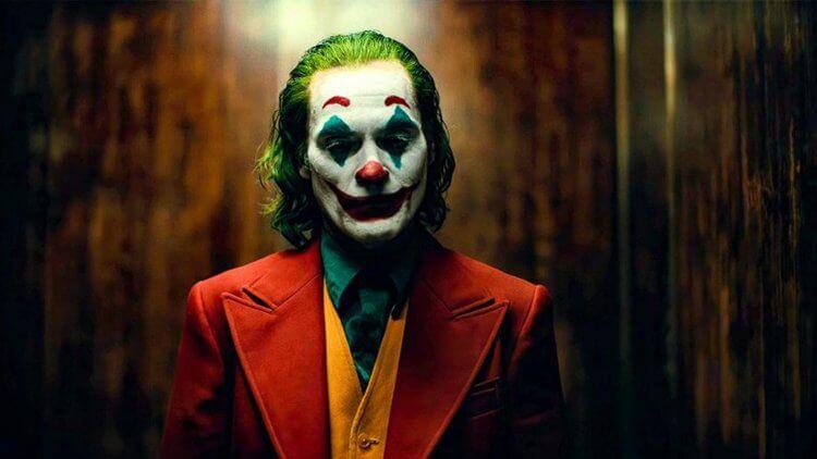 《小丑》。