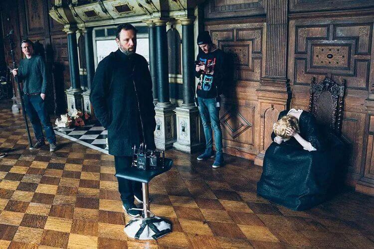 希臘名導尤格藍西莫(中)於《真寵》片場。