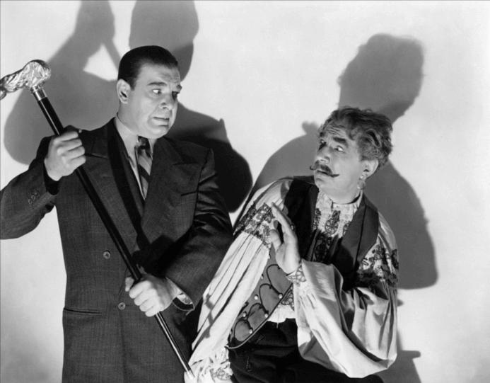 左邊是飾演狼人的小郎錢尼,右邊是飾演吉普賽人,同時主演過「吸血鬼」的貝拉魯戈希
