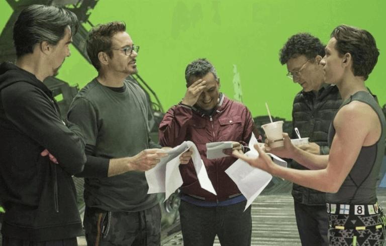 漫威超級英雄片場中的「奇異博士」BC、「鋼鐵人」小勞勃道尼、導演羅素兄弟、「蜘蛛人」湯姆霍蘭德。