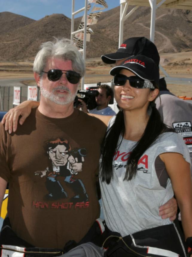 多年後,連 喬治魯卡斯 自己都把 Han Shot First 的T恤穿上身了