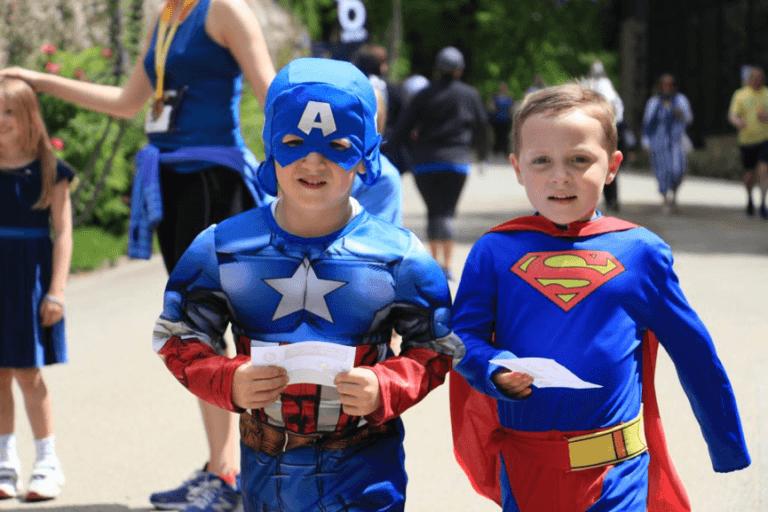 達瑞爾挑戰賽扮裝成美國隊長與超人的可愛小孩,進行「很可能的任務」。