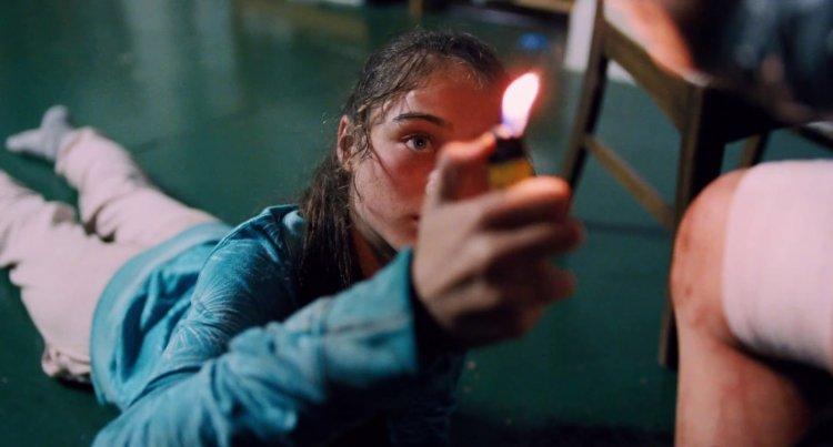 尤格藍西莫電影以荒謬情節著稱,圖為《聖鹿之死》劇照。