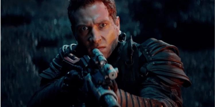 2015 年電影《魔鬼終結者:創世契機》中被傳送回過去的凱爾(傑寇特尼 飾)。
