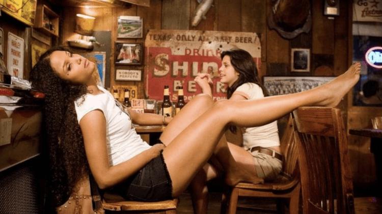 昆汀塔倫提諾的許多作品致敬曾在好萊塢流行一時的「剝削電影」。
