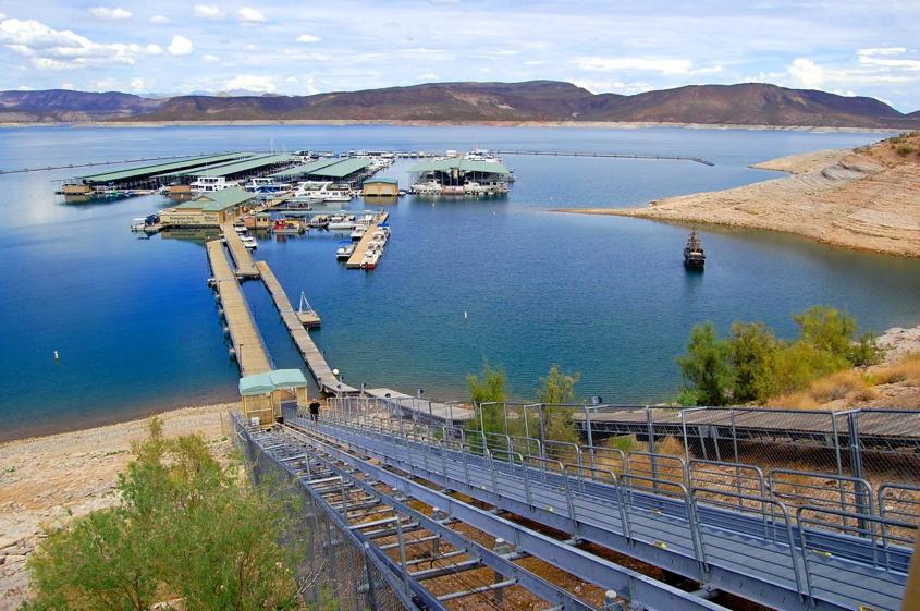 美國的普萊森特湖被潛水客打造成《 13號星期五 》故事景點。