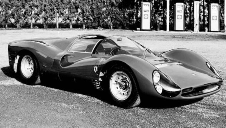 1966 年法拉利出廠兼具優美與前衛流線型外貌的跑車 330 P3。