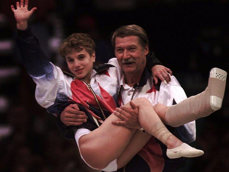 體操選手凱瑞斯特格魯 (Kerri Strug)。