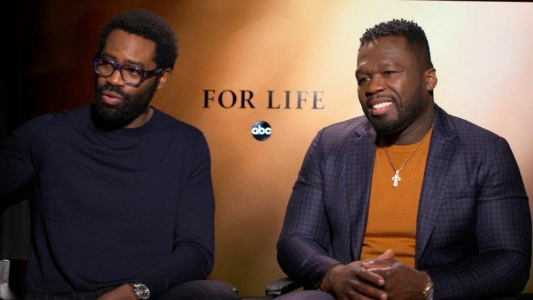 源自真實故事改編的 美國 ABC 創作美劇影集 《重生律師》主演尼古拉斯平諾克(左)以及監製五角(右)。