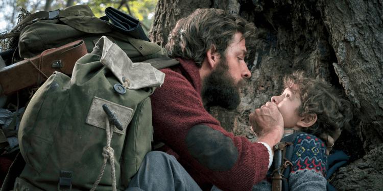 約翰卡拉辛斯基自導自演,並與愛妻艾蜜莉布朗一同演出的 2018 年驚悚電影:《噤界》。