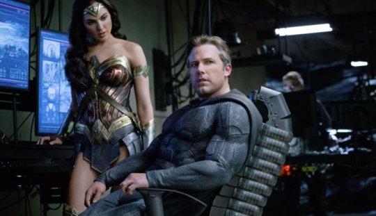 班艾佛列克卸任蝙蝠俠。
