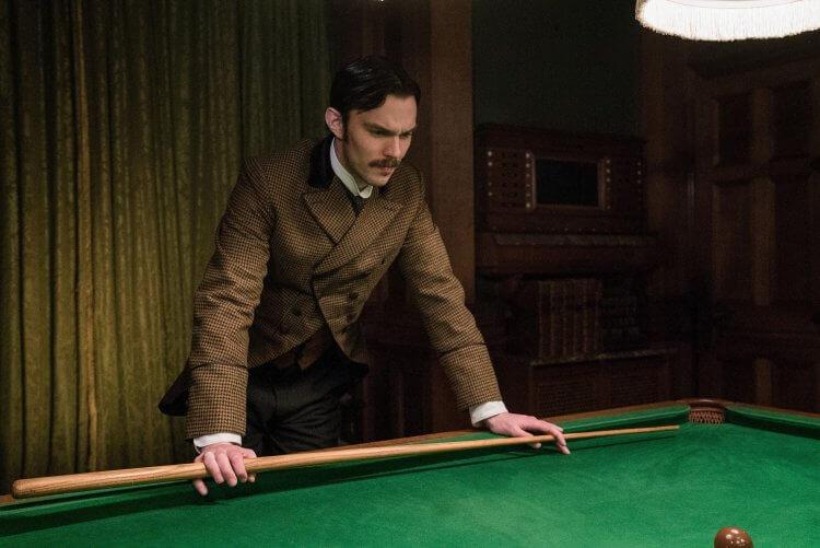 直流電?交流電?尼可拉斯霍特在電影《電流大戰》中飾演特斯拉。