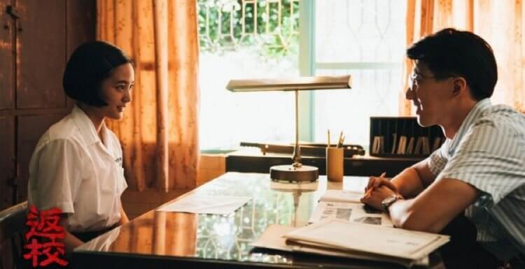 《返校》中,方芮欣與傅孟柏所飾演,輔導老師張明暉的「師生戀」,即便是觀念開放的現在,也是無法在學校中張揚的關係。