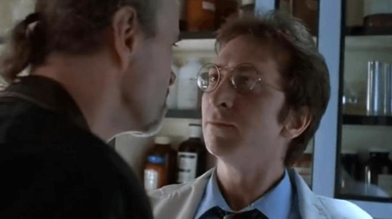 1990 年《機器戰警 2》可發現插花演出的法蘭克米勒。
