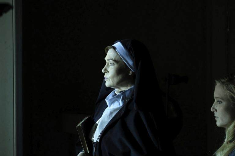 《攝魂修女院》中,應守貞節的修女竟珠胎暗結,唯一能收容她們的修女院卻也不是什麼充滿溫暖的港灣......