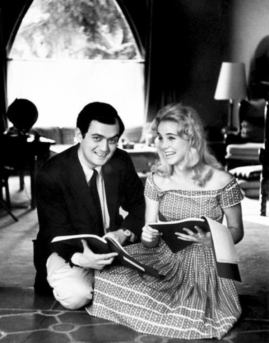 庫柏力克 與女主角 蘇麗安 (Sue Lyon) 在《 一樹梨花壓海棠 》片場合影。