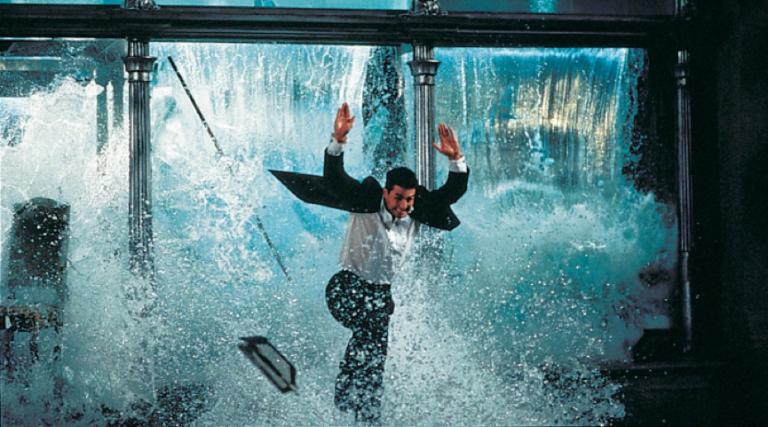 破水缸、直升機、極限攀岩 湯姆克魯斯 讓保險們心臟發病的機率越來越高 (笑)。