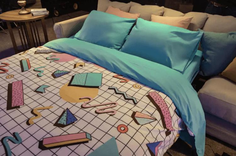 就連沙發床樣式也充滿復古味,如果你是百視達超級粉絲,不妨好好把握這次難得的夜宿機會吧!