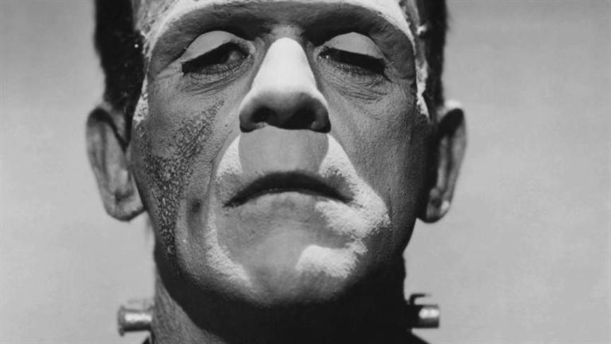30 年代 恐怖巨星 : 布利斯卡洛夫 《 科學怪人 》 劇照 。