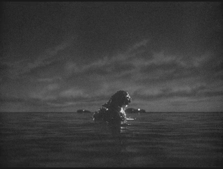 1954 年東寶怪獸特攝電影《哥吉拉》劇照。