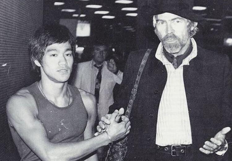 一代動作巨星合影:李小龍與詹姆士柯本。