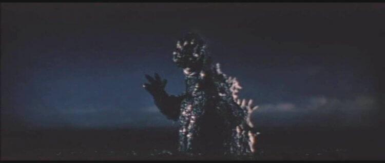 1964 年日本東寶特攝怪獸電影《三大怪獸 地球最大的決戰》中的哥吉拉在海中現身。
