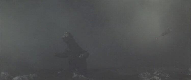 1967 年《怪獸島決戰 哥吉拉之子》中,哥吉拉明顯在海中行走。