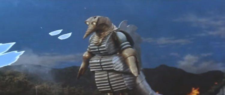 莫給拉(摩傑拉)原本於 50 年代東寶特攝電影《地球防衛軍》登場的造型,與《哥吉拉 vs 太空哥吉拉》再登場的樣貌已有許多不同。
