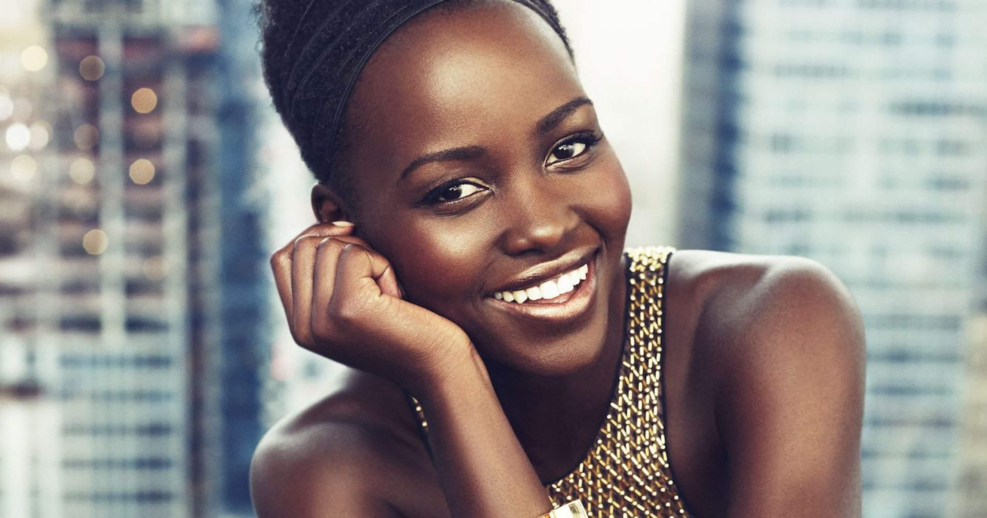 曾演出《黑豹》《我們》等話題作品的電影女星:露琵塔尼詠歐 (Lupita Nyong'o)。