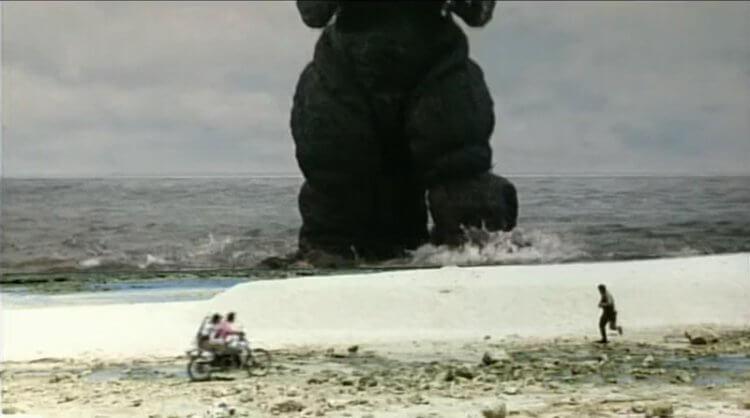 1994 年《哥吉拉 vs 太空哥吉拉》中的鏡頭活潑,人類與巨大哥吉拉的追逐場景運用遠近法等技巧看起來生動許多。