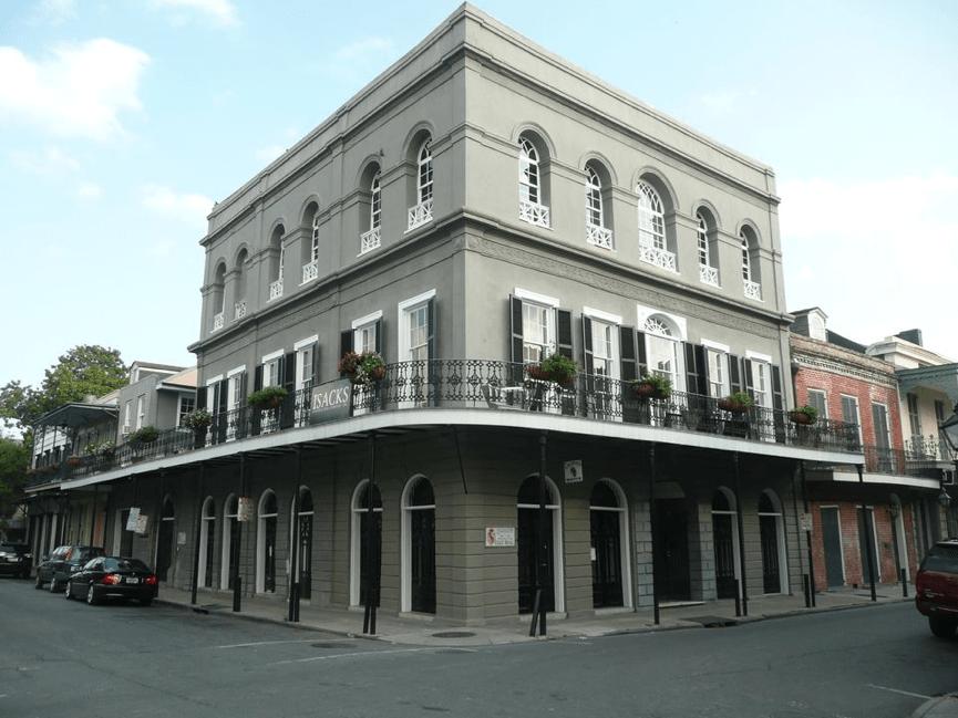 尼可拉斯凱吉 購入了一棟鬼屋 : 拉勞瑞大宅 。
