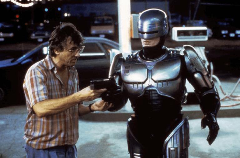 導演保羅范赫文與機器戰警。