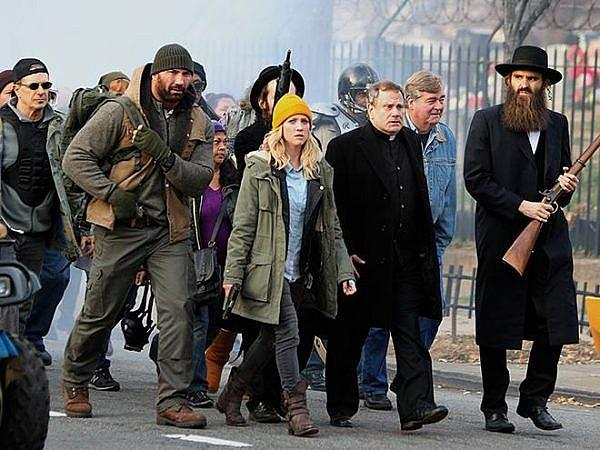 《 全境警戒 》 劇照-本片揭露砲火之外的人性溫情