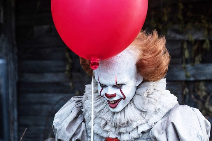 2017年 電影 《 牠 It 》中的 小丑 。