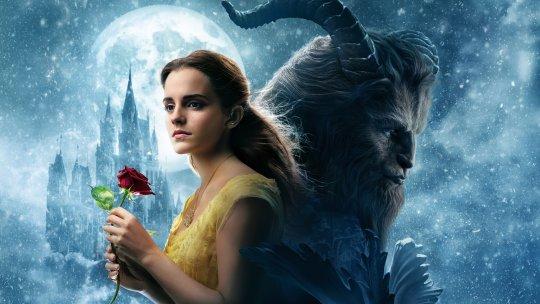 由艾瑪華森主演的 2017 年迪士尼真人版電影《美女與野獸》。