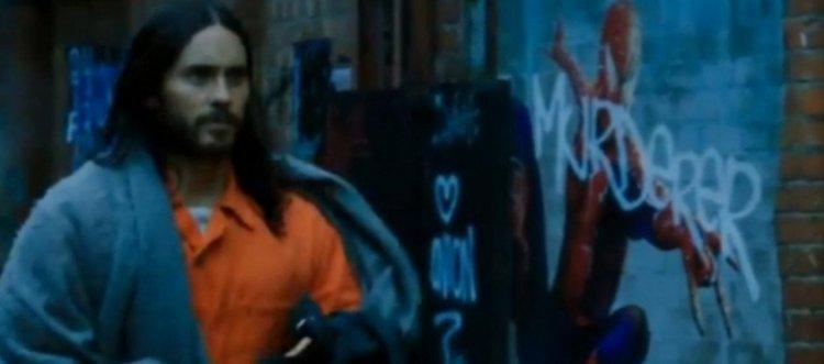 由「小丑」傑瑞德雷托主演的《莫比亞斯》中,所流出的預告畫面,出現了山姆雷米版的蜘蛛人圖像。