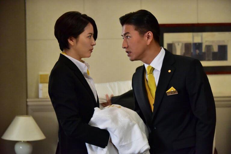 電影《假面飯店》中長澤雅美飾演指導木村拓哉成為專業飯店人員的櫃檯服務員。