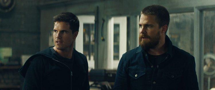 分別出演《綠箭俠》與《閃電俠》的堂兄弟史蒂芬艾梅爾、羅比艾梅爾,將在《8 級警戒》中同台演出。