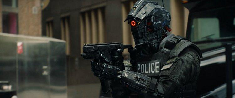 為抵禦異能者犯罪,電影《8 級警戒》中有機器人警察隨時戒備。