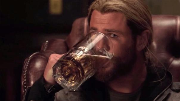 雷神索爾 (Thor) 成了酗酒狂。