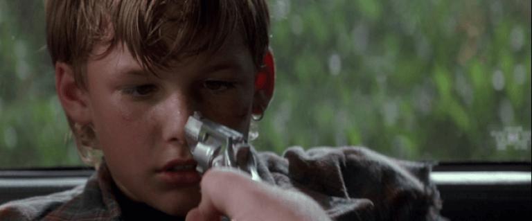 蘇珊莎蘭登扮演律師,幫助小男孩對抗勢力壓迫的電影:《終極證人》。