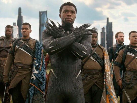 《黑豹》(Black Panther) 手勢