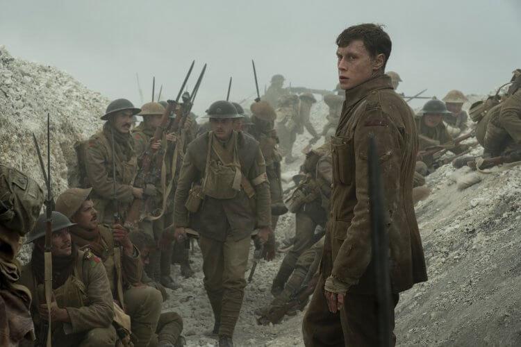 喬治麥凱在山姆曼德斯《1917》飾演布雷克的同伴史考菲。
