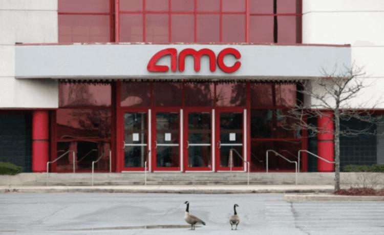 歇業的 AMC 電影院門可羅雀。